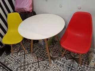 餐檯連2張餐椅 (如圖)