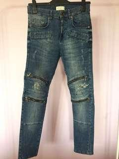 #BlackFriday100 Zara Ripped Jeans with zippers