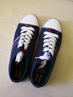 North Star sneakers size 8