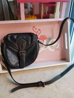 Pre-loved AUTHENTIC ESPRIT Leather Sling Bag