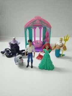 Princess Ariel MagiClip Flip & Switch Castle Playset with Extra Dress and figures, Set of 8.