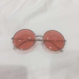 Pink round retro sunnies