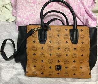 MCM Handbag 二手,只用一兩次 現售$800