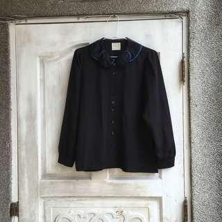 Paishop自有品牌:EMPHASIZE 造型透視紗藍滾邊娃娃圓領 基本素面黑長袖襯衫