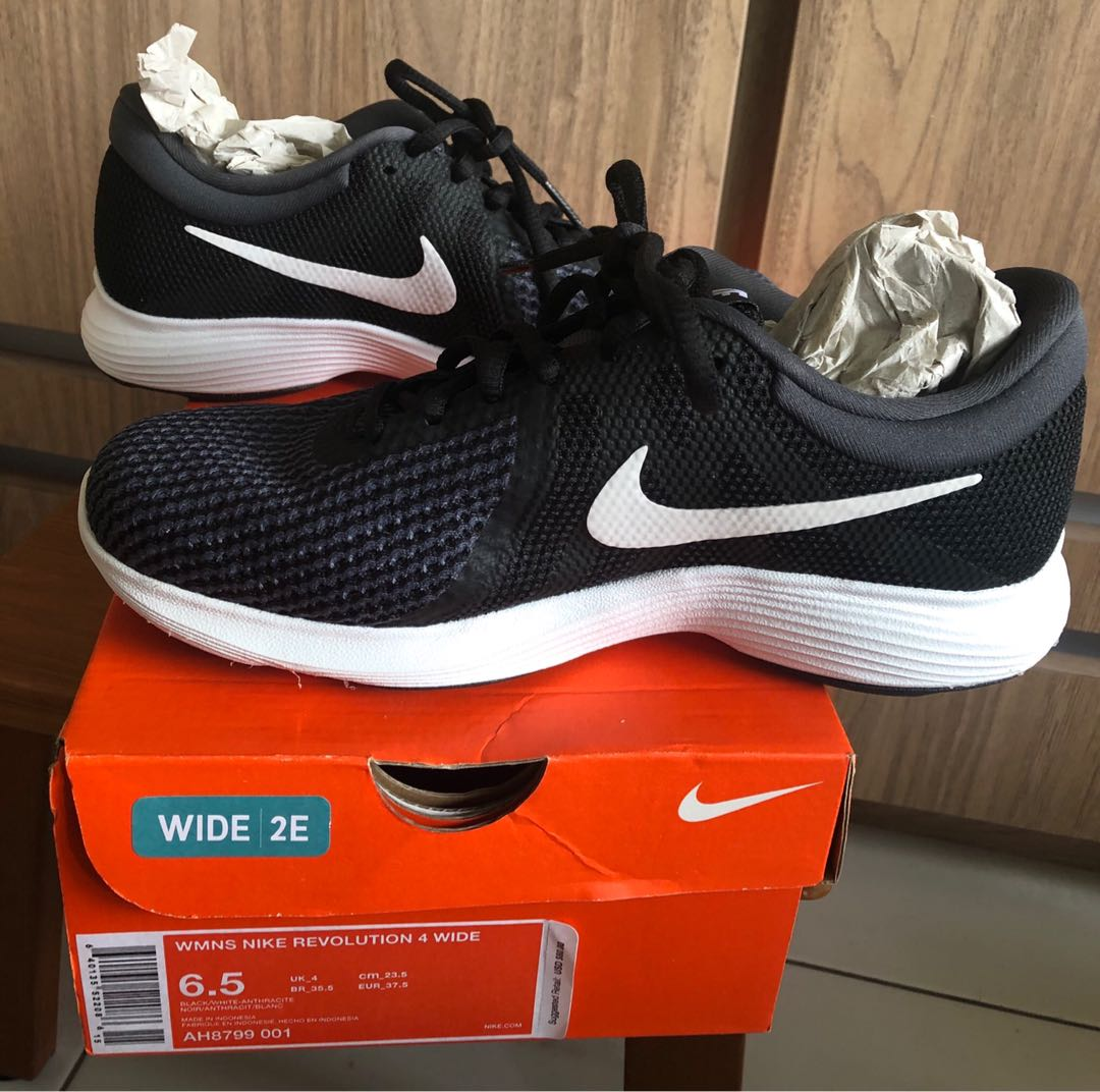 17ab2a575945 Brand New Nike Revolution 4 Wide (Women s)