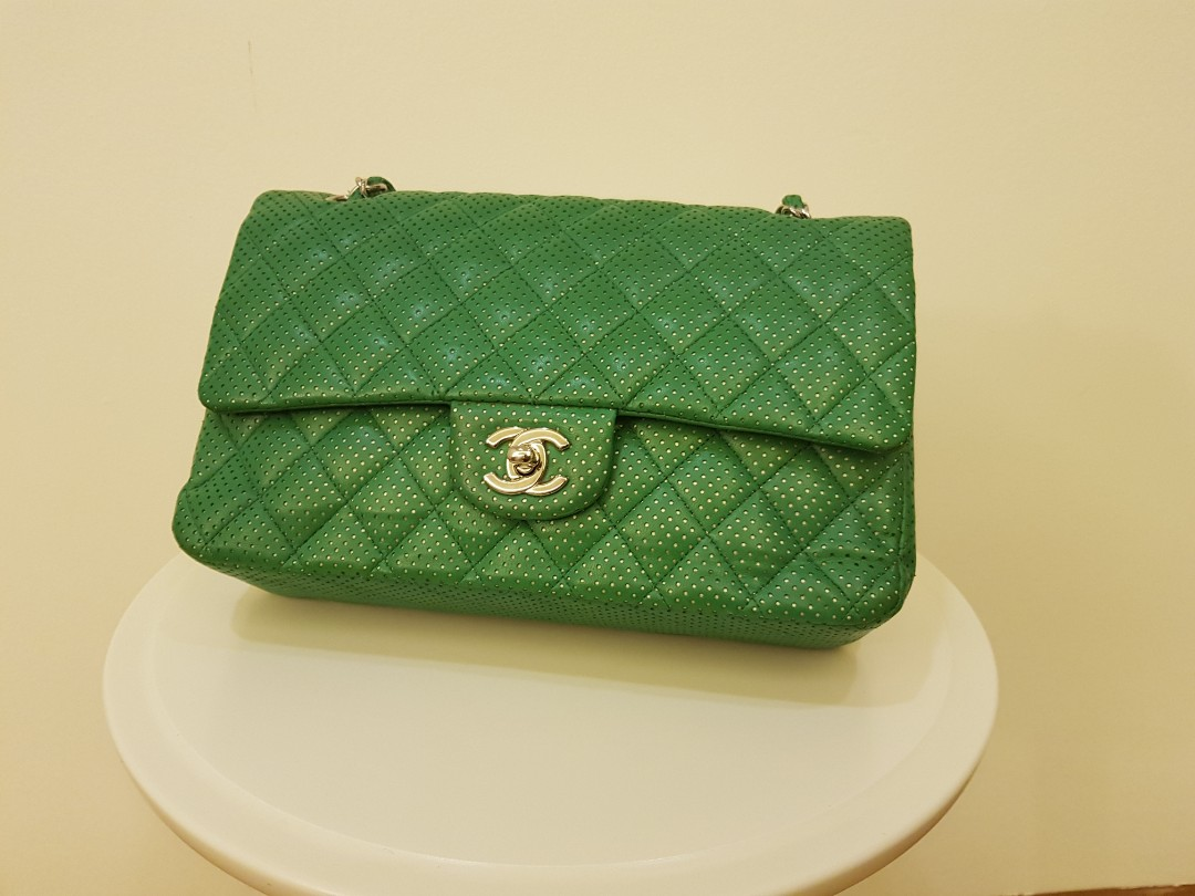 0c1150b8096537 Chanel Green Sling Bag | Medium Size barely worn, Women's Fashion ...