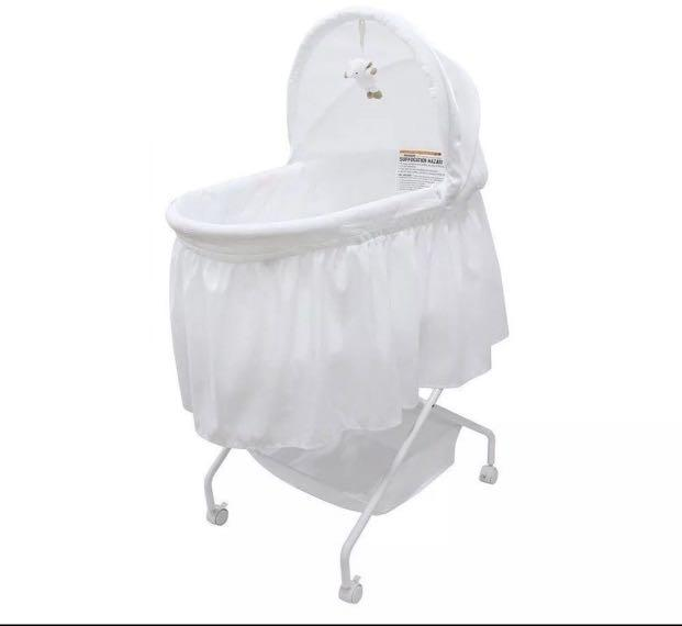 EXCELLENT NEAR NEW CONDITION Childcare Lullaby Bassinet