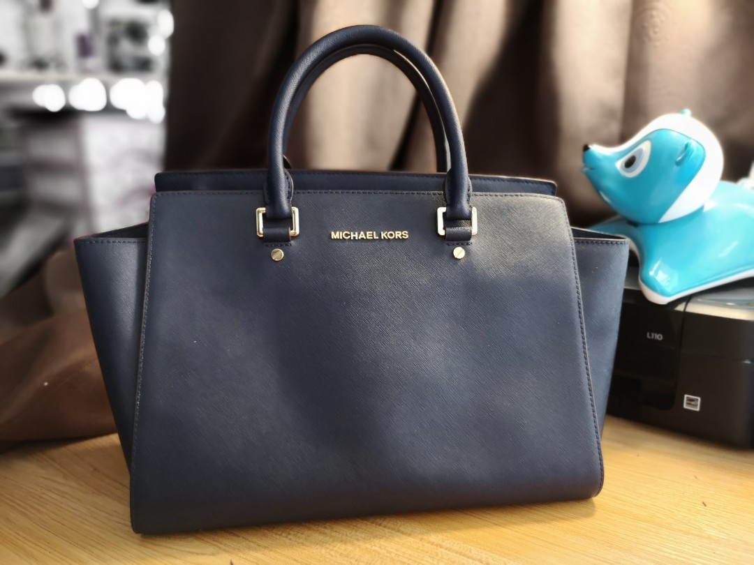 a791acb64761 ... denmark michael kors selma medium navy bag ec00e aabed