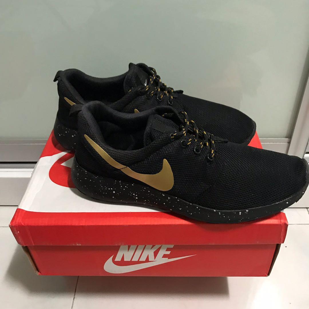 Nike Roshe Black/Gold Tick