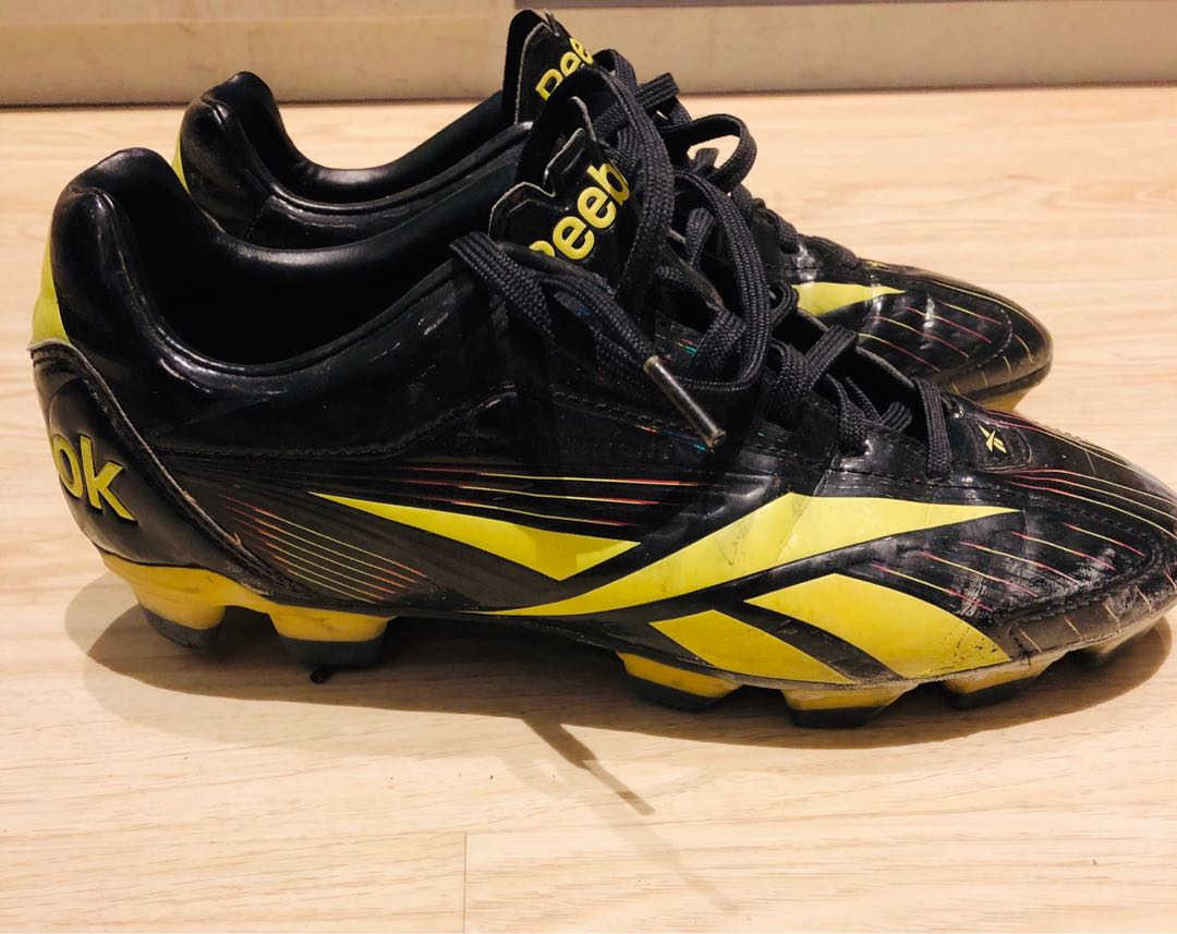 567e5b8b908f9a Reebok football boots (US 7.5)