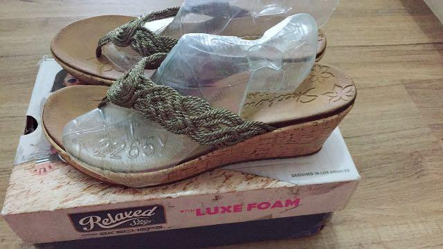 Skechers relaxed step with luxe foam