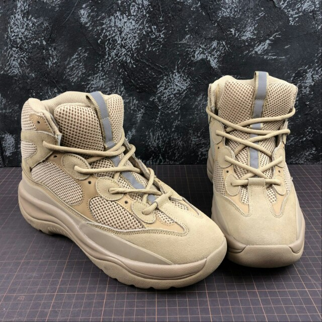 b2c3a5789e8ac YEEZY Season 6 Desert Rat Boot 軍事風