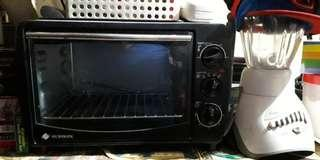 Micromatic oven with Oster Blender