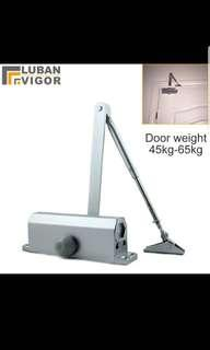 Hydraulic buffer door closer