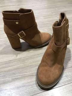 Preloved berska boots size 35