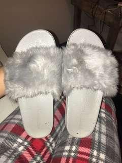 Slippers faux fur