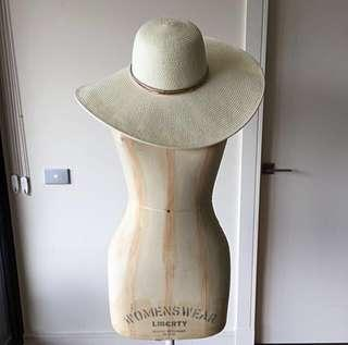 Witchery sun hat - NEW