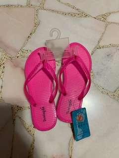 🚚 BNWT Pink Beach Slippers