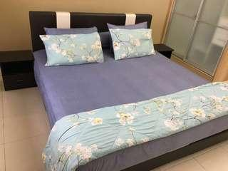 (Like-New)Quality King Bed,Bed Frame,Pillow,Side Table