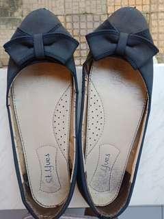 Sepatu st yves