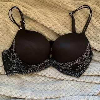 Heidi Klum black bra