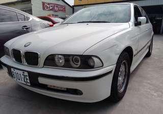 1,廠牌型號:BMW 520i天窗  2,車輛年份:1999年出廠  3,預售金額:6萬8  4,所在地區:台中市(歡迎預約看車)  5,聯絡方式:0923 288 838 &LINE:同電話號碼  6,備註說明:實車實價,內裝,引擎,變速箱,冷氣皆正常,輪胎9成新,可以長途沒問題。