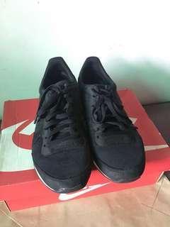 Nike Internationalist, black, men's size 9.5
