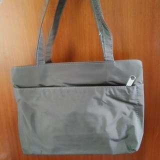 特價!全新Hang bag 防水手提袋手提包啡綠