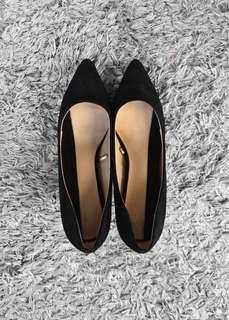 Zara Black Pointed Toes Kitten Heels