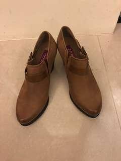 🚚 全新專櫃駝色踝靴