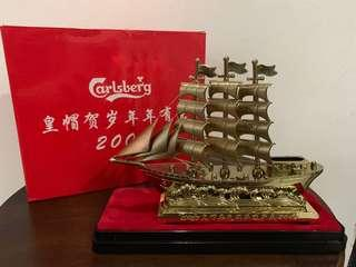 🚚 Golden Ship Lighter Holder