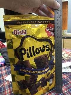 🚚 菲律賓Oishi巧克力枕頭夾心脆餅