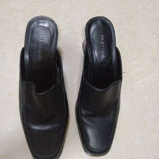 Black shoee