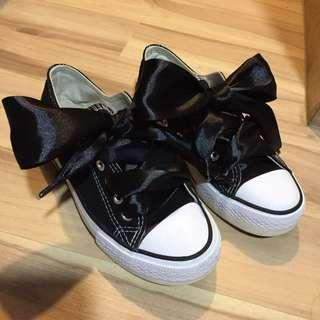 Wide Ribbon Laced Shoes
