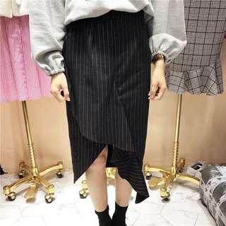 🚚 秋冬❄️ 微高腰 開衩 荷葉邊擺 OL直條紋 包臀裙 魚尾 黑