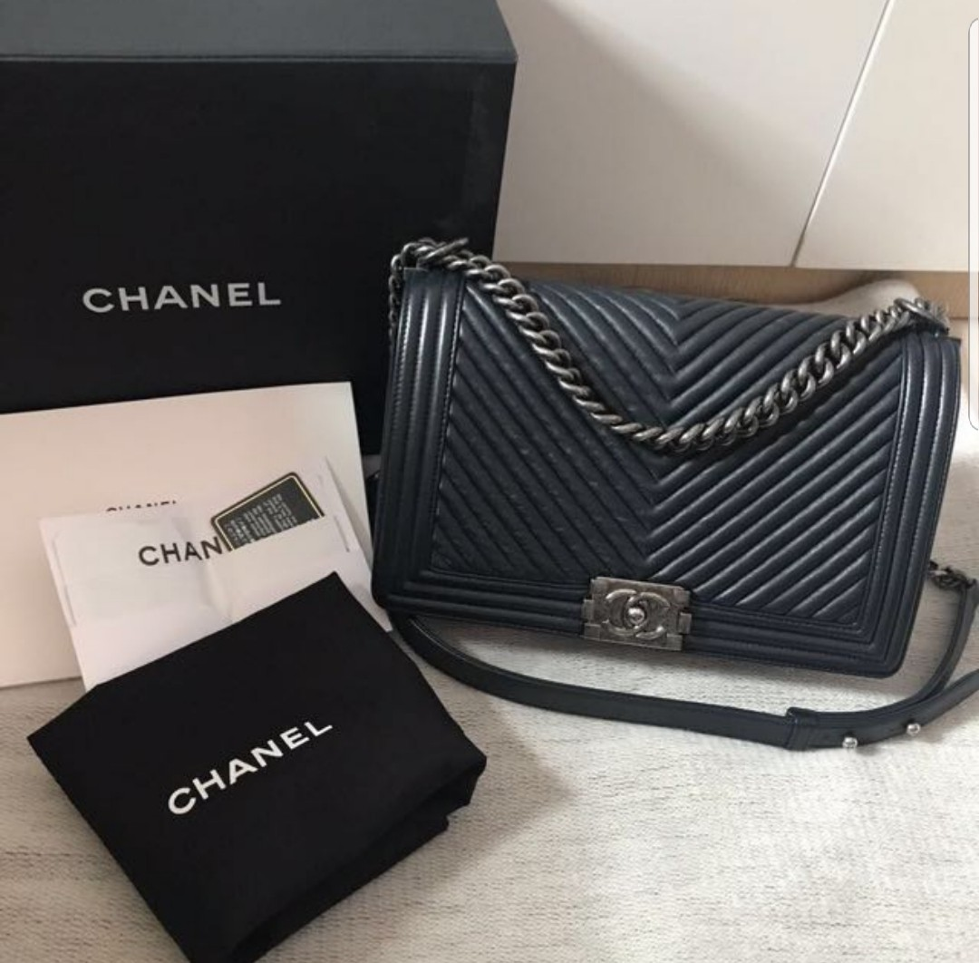 c14803c19492ee Chanel Boy Bag in Black Chervon RHW (New medium & full set), Luxury ...