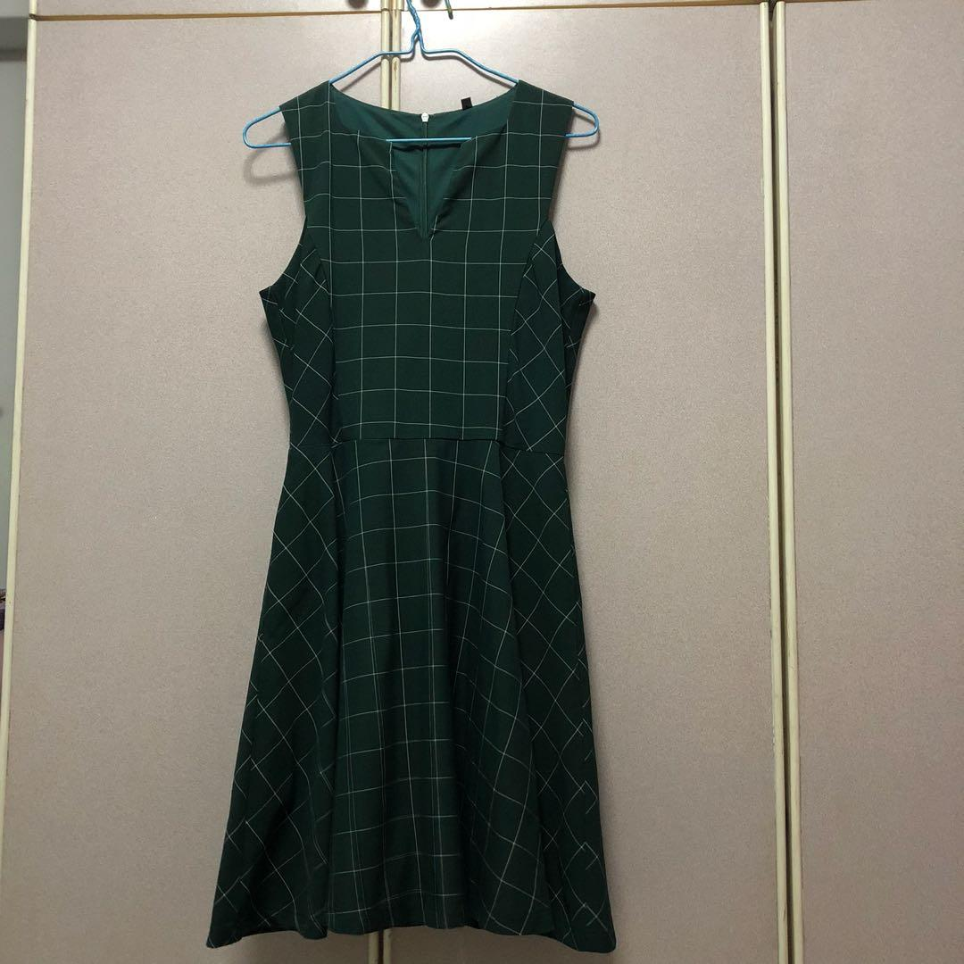 Grid dress in forest green