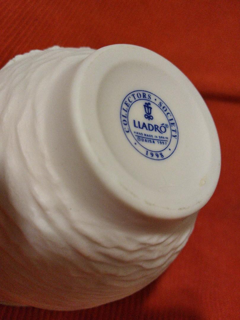 LLADRO CUP display
