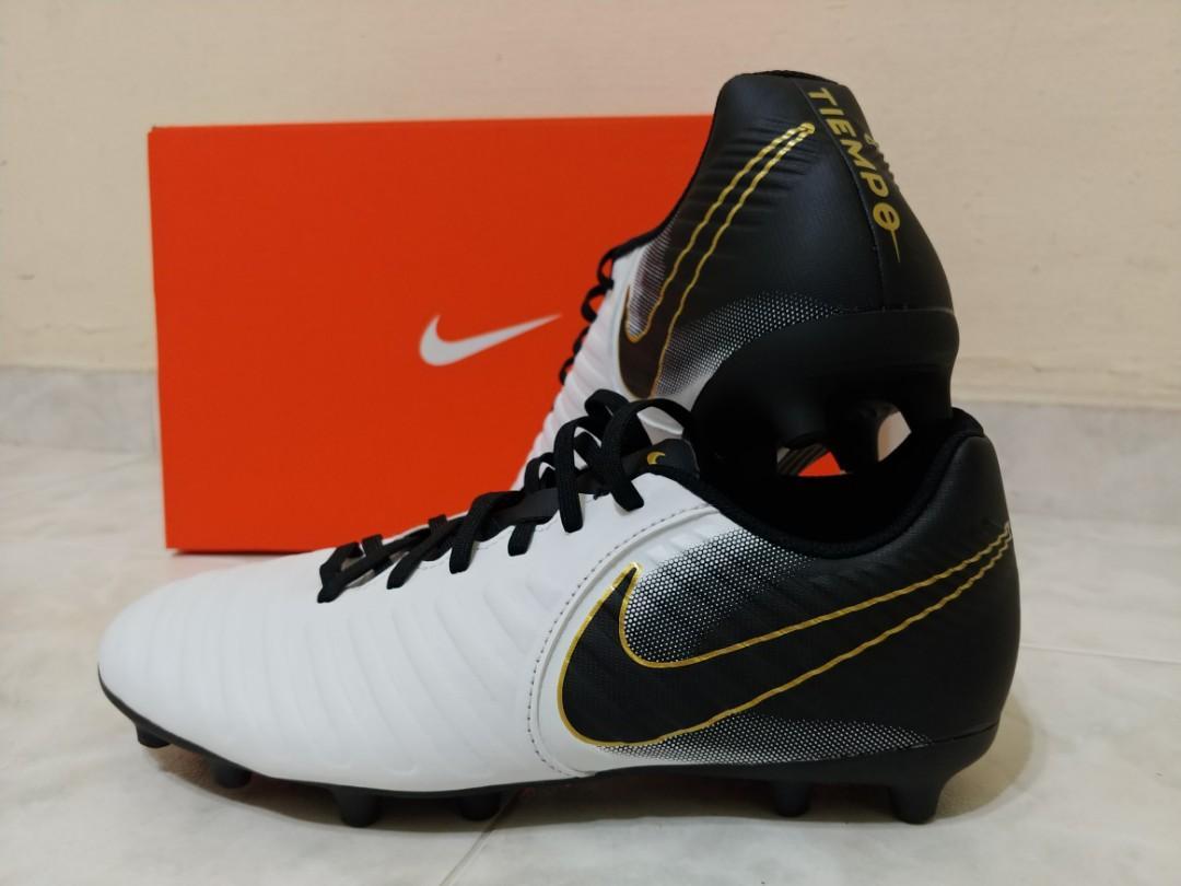 uk availability 4019a 1d234 Nike Tiempo Legend 7 Club FG (White/Black), Sports, Sports ...