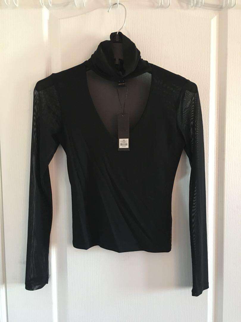 NWT FASHION NOVA Choker V Neck Long Sleeve Crop Top