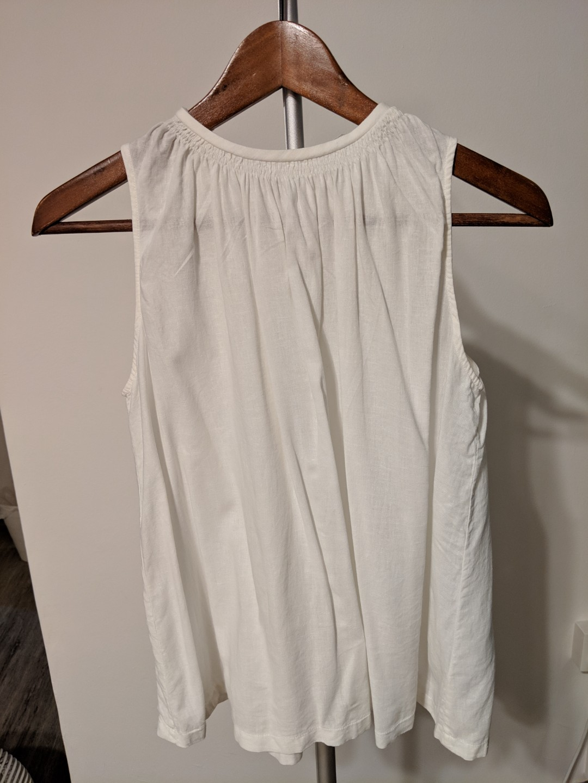 f46648f9371bc1 Uniqlo linen sleeveless white top