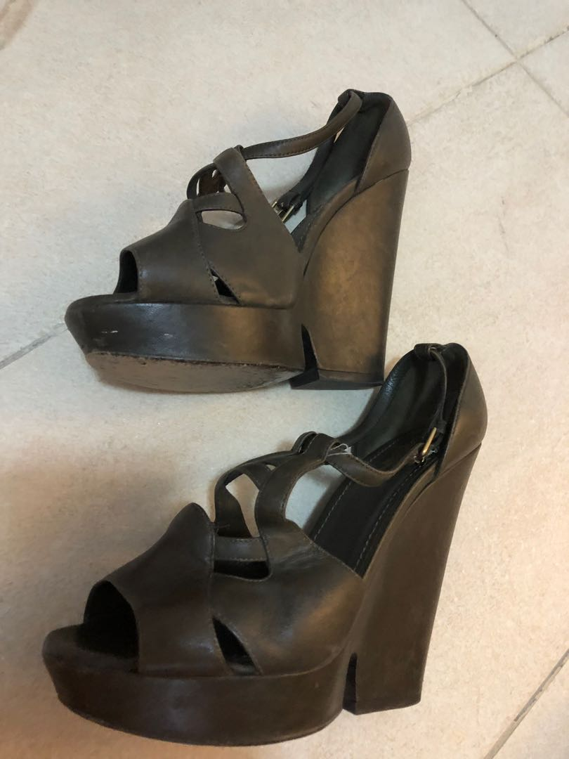 c9480b7a3d8 YSL Green Leather Sandal Wedges Size 38.5, Women's Fashion, Shoes, Heels on  Carousell
