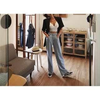 🚚 轉賣La Mocha~後鬆緊淺藍薄款高腰牛仔寬褲