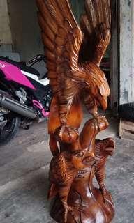 Patung garuda beranak