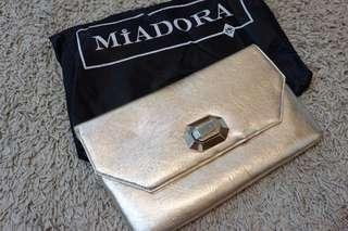 Miadora Naomi Metallic Gold Clutch Tas Pesta Wanita