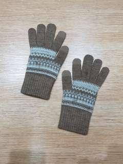 Uniqlo winter heatech gloves