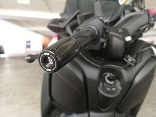 R&G Barend Slider installed on Yamaha Xmax 300.