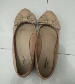 Flatshoes Nevada warna Cream