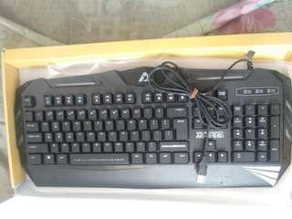 Di jual keyboard ak 566i geming di jamin mukusno minus fullset