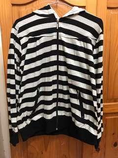 條紋灰黑外套